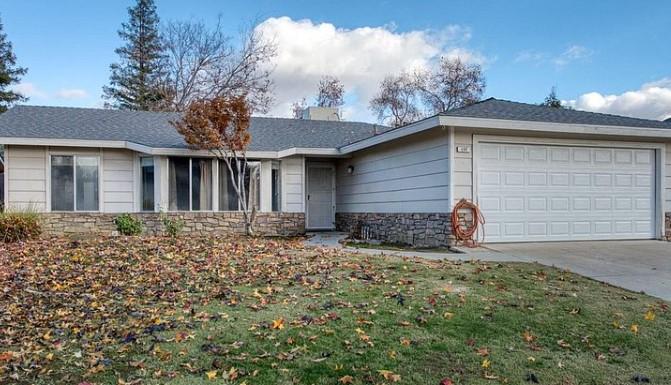 137 N Argyle Ave, Clovis, CA 93612 $325,000