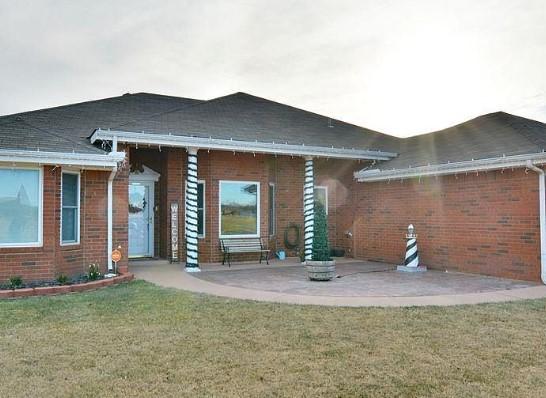 A single family house at 2109 Northglen Dr, Clovis, NM 88101