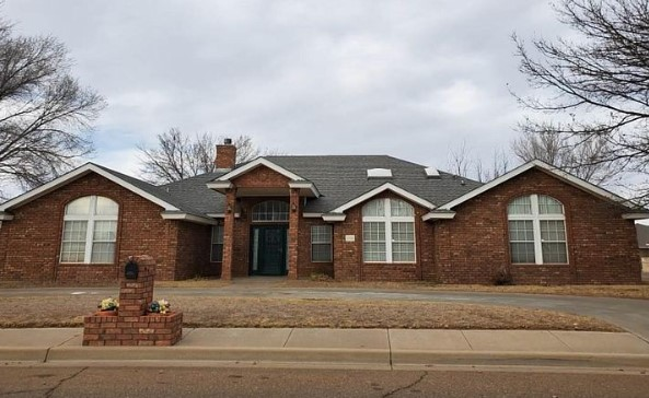 A single family house at 2321 Fairway Ter, Clovis, NM 88101